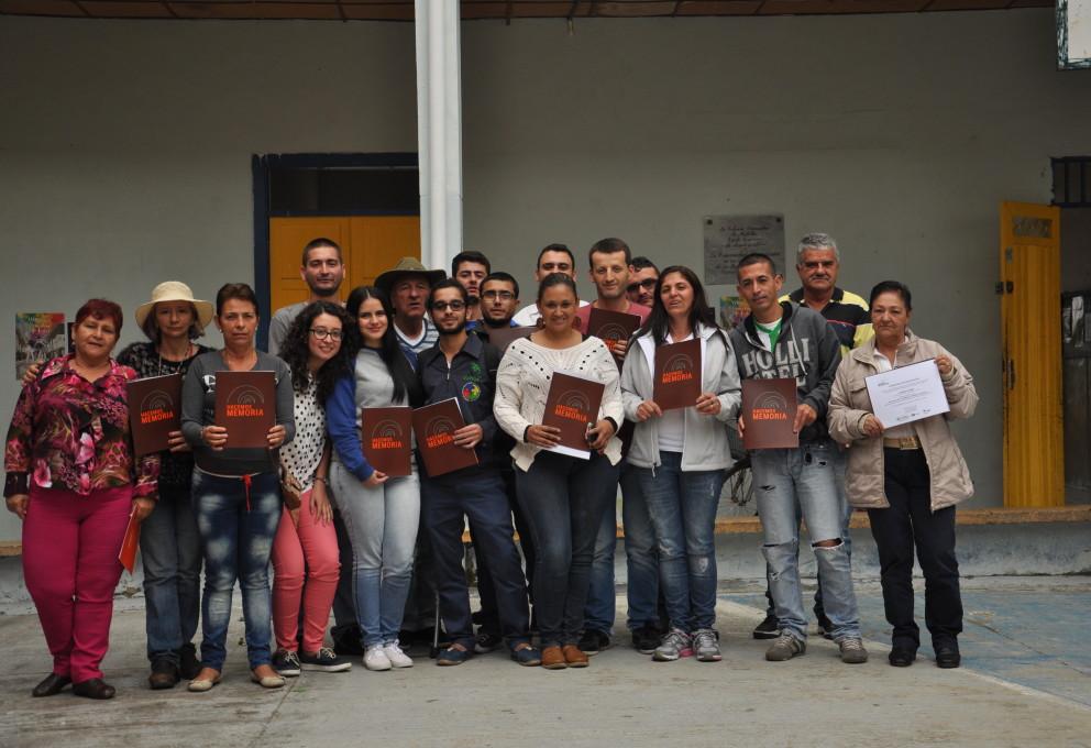 Las víctimas y los medios se unieron para narrar la historia de guerra y resistencia de Granada