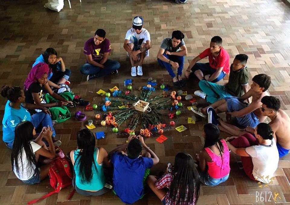 La Mesa LGBT de la Comuna 8 le recuerda a Medellín la violencia que vivió
